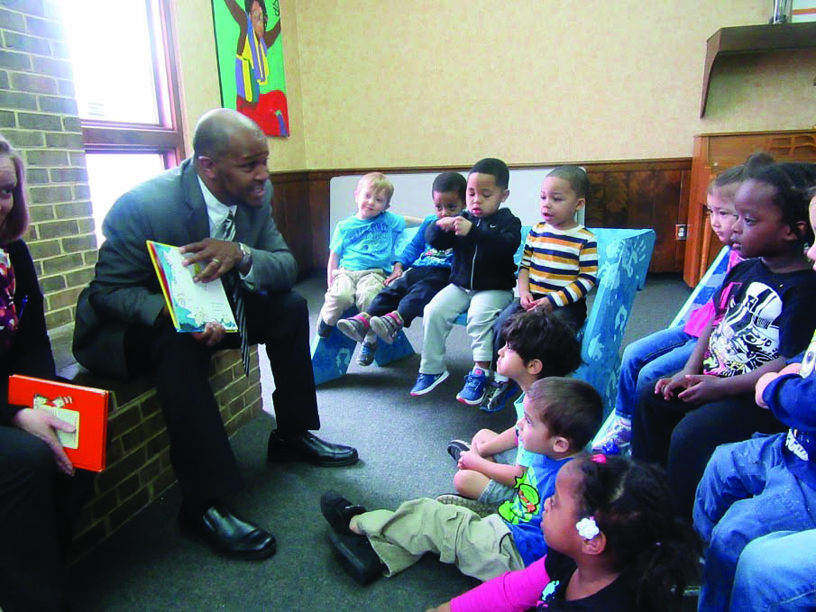 Volunteer read to a child